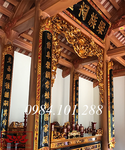 Bộ đồ thờ cúng tại gian thờ chính nhà thờ