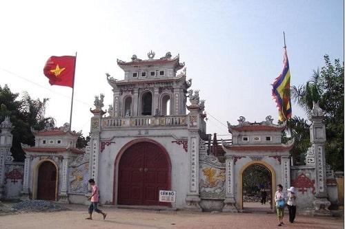 cổng tam quan đền tranh